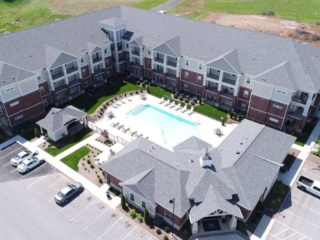Mount Victor Olde Towne apartments Bowling Green KY aerial view of pool, clubhouse and apartments